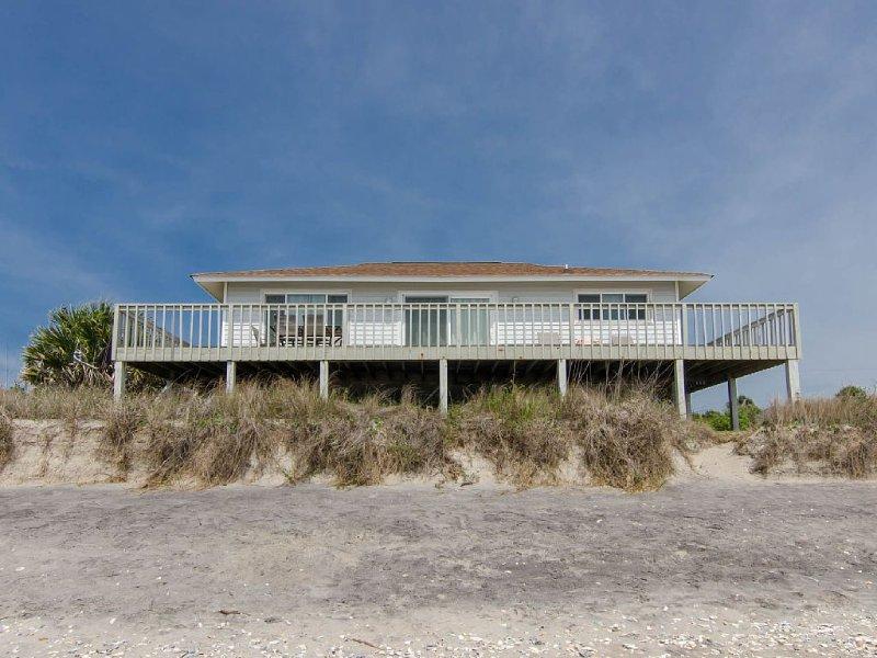 Corrigan - Perfectly Sized Beach Front Home, alquiler de vacaciones en Isla de Edisto