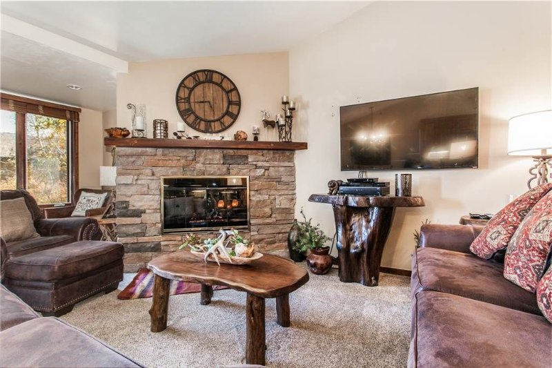 Click to Save 25% on 2BD/2BA Terracehouse condo in Snowmass, vacation rental in Snowmass Village