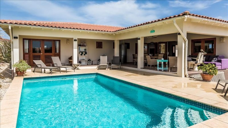 Villa Casa Calida - With large porch and private pool in Sabalpalm Villas, Ferienwohnung in Kralendijk