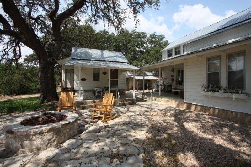The Wine Cellar - The Dollhouse - Country Property in Stonewall, Texas, holiday rental in Hye
