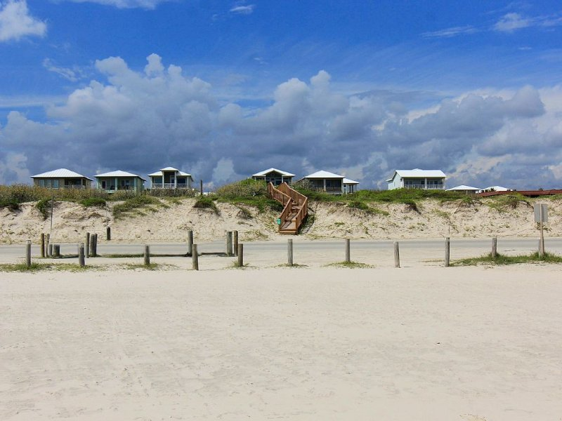 Beach -front/view/access-FREE GOLF CART-now thru May!, holiday rental in Port Aransas