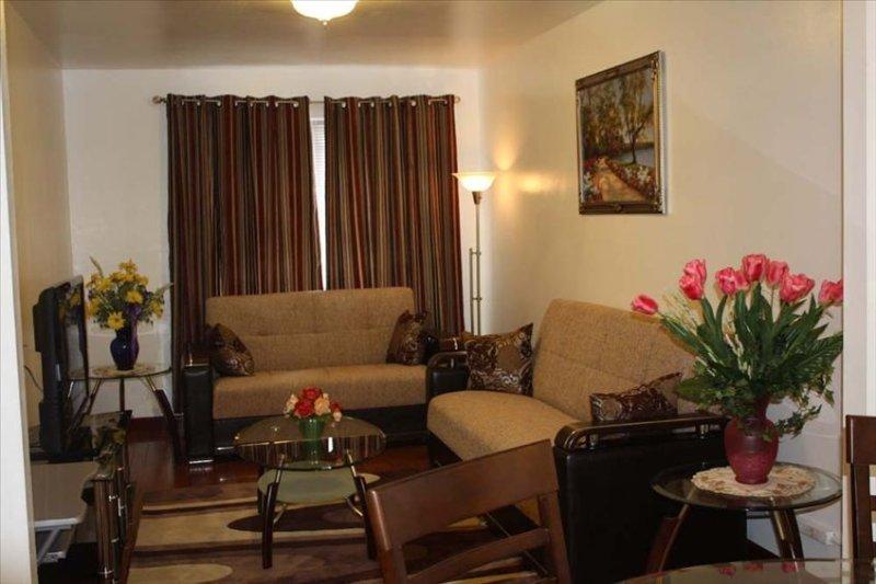 1 BR Apartment in Astoria - 10 Min to Manhattan  -$125-$165 Night, vacation rental in New York City