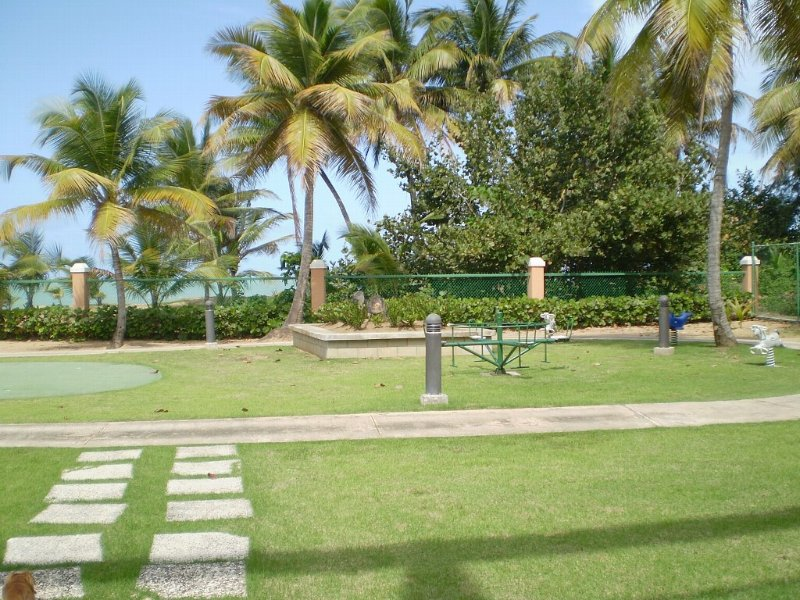 Cozy Beachfront Apartment in Exclusive Beach Resort Best beach in PR east coast, holiday rental in Rio Grande