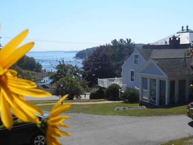 Comfortable one level living overlooking the harbor, vacation rental in Hope