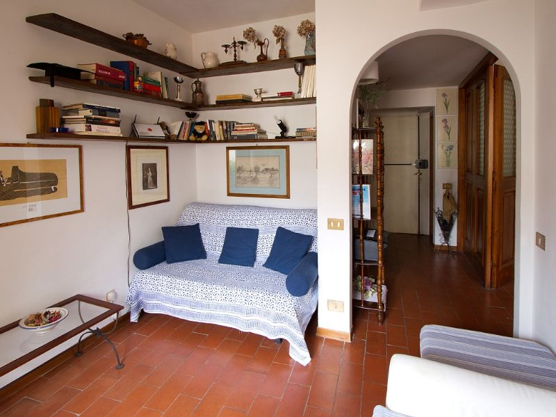 Charming, Romantic Apartment, Ponte Vecchio(50mt), AC,WIFI,LIFT, Fully Equipped – semesterbostad i Florens