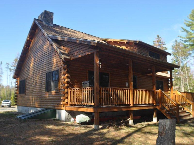Kineo Escape - Beautiful Riverfront Cabin in Rockwood, holiday rental in Kokadjo