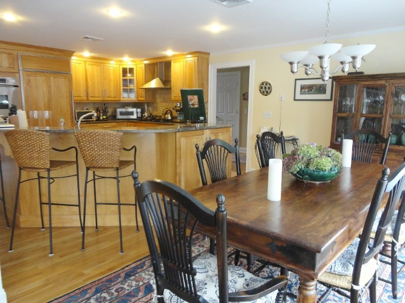 Luxurious cape, beautifully decorated, walk to private beaches, ferry & shops., holiday rental in Hyannis