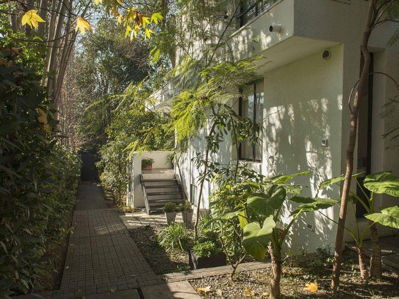 Cozy, Elegant Beautiful Appartment /Green And Very Central Residential Area, alquiler de vacaciones en Santiago