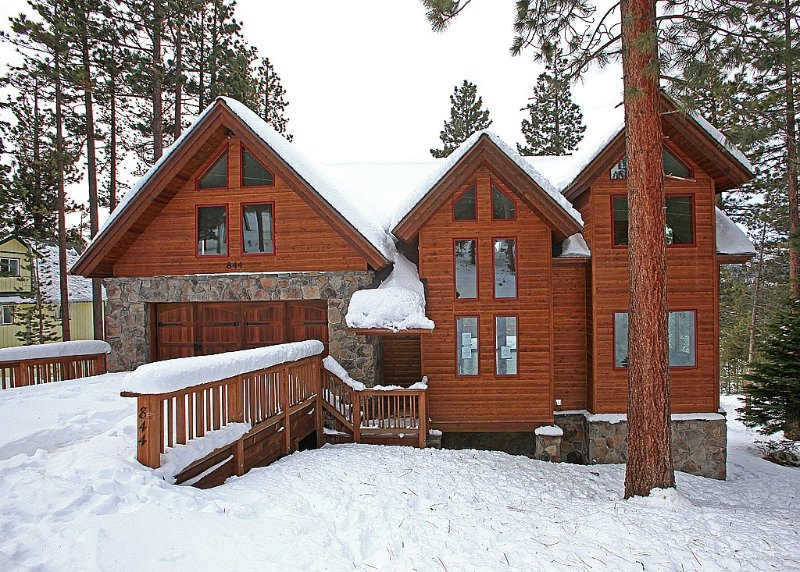 Stunning and spacious luxury home!  Beautiful views and lots to do, location de vacances à South Lake Tahoe