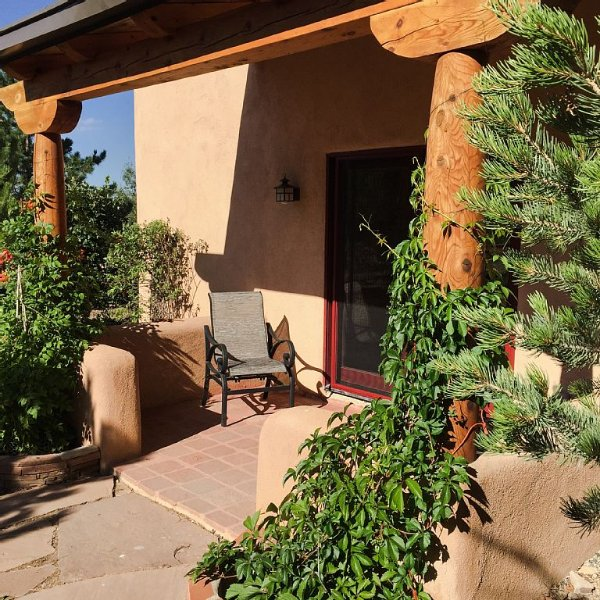 We Are 20 Miles From The Taos Ski Valley And 1.25 Miles From The Center Of Town., vacation rental in Ranchos De Taos