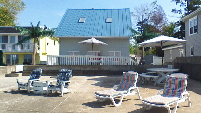 Waterfront property near Cedar Point Amusement Park and 2 waterparks, holiday rental in Huron
