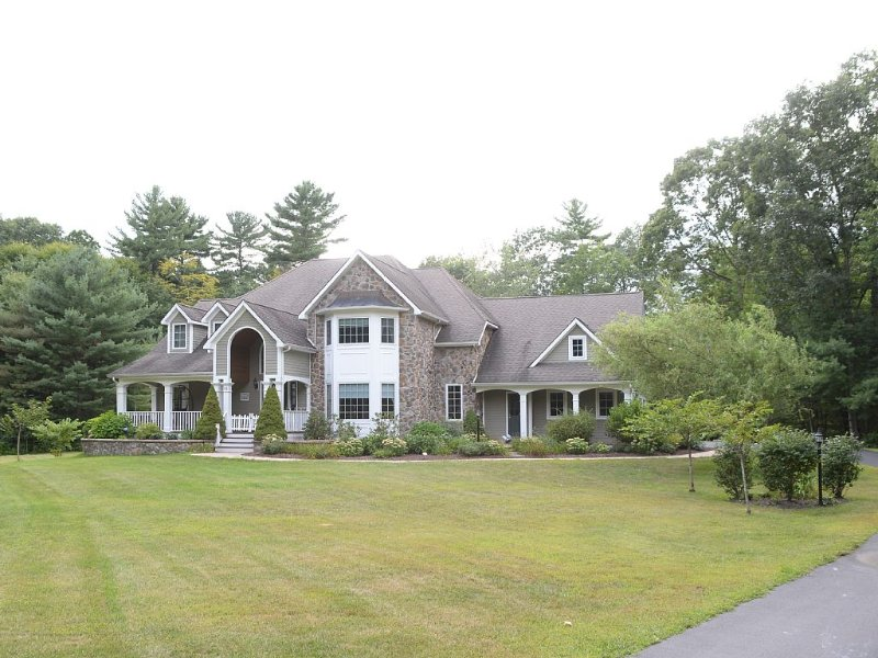Magnificent, Private And A Luxurious Retreat, vacation rental in Saratoga Springs