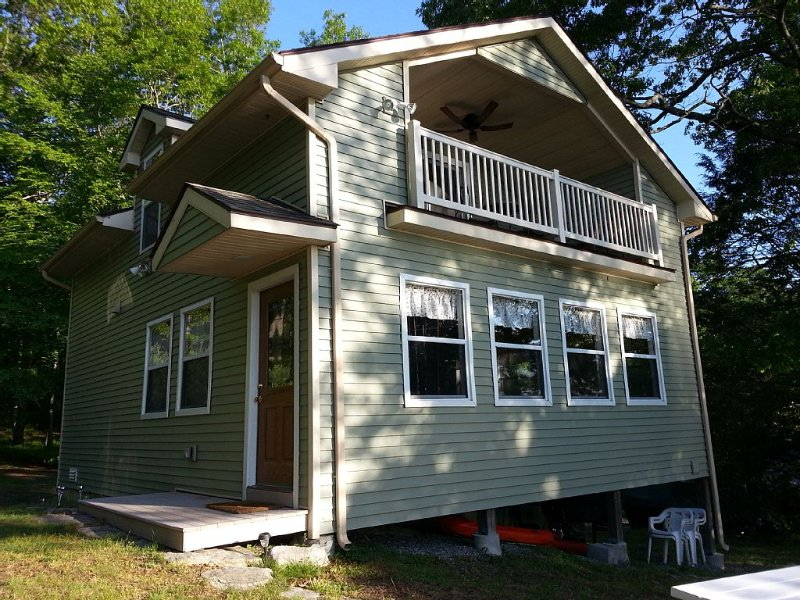 Billings Lake Waterfront Cottage, alquiler vacacional en Mystic Country