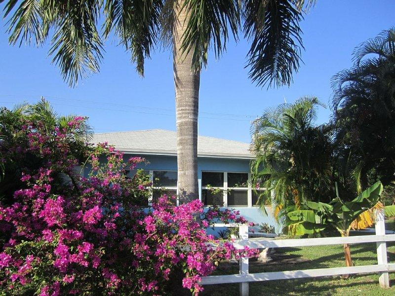 Garden Apartment; Walk To Pompano's Public Beach!, vacation rental in Pompano Beach