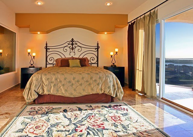 Luxurious Oceanfront Villa Perfect for Large weddings, family group and Retreat, holiday rental in La Salina