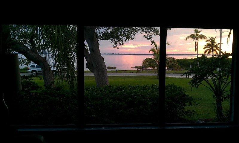 Prettiest Sunset View Pine Island, Waterfront Home on Water, vacation rental in Bokeelia