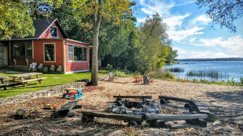 A Waterfront Home for All-Seasons in Door County!, location de vacances à Door County