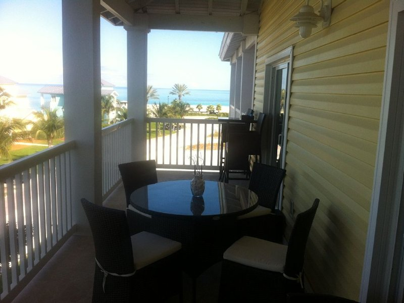 Beautiful Two Bedroom  Ocean View Apartment For Rent., casa vacanza a Alice Town