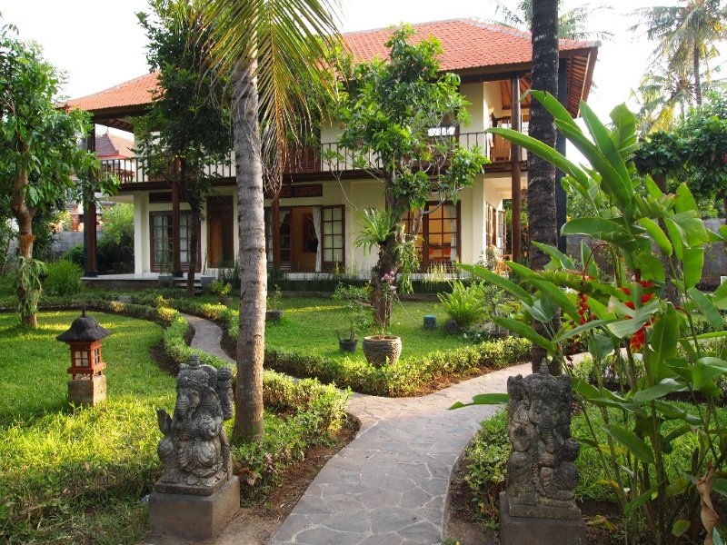 Stylish and cosy 2 story villa in lush tropical garden with privat pool, Ferienwohnung in Kaliasem