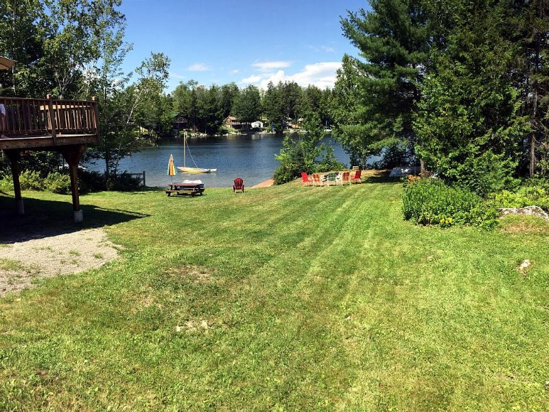 Spacious Modern Home On Pristine Beech Hill Pond!, vacation rental in Aurora
