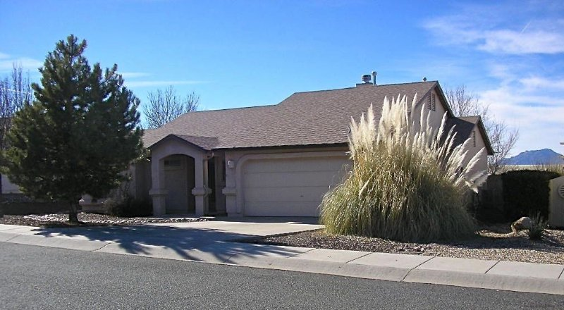 Pet Friendly House with Beautiful backyard views of Mountains and  Wildlife!, location de vacances à Prescott Valley