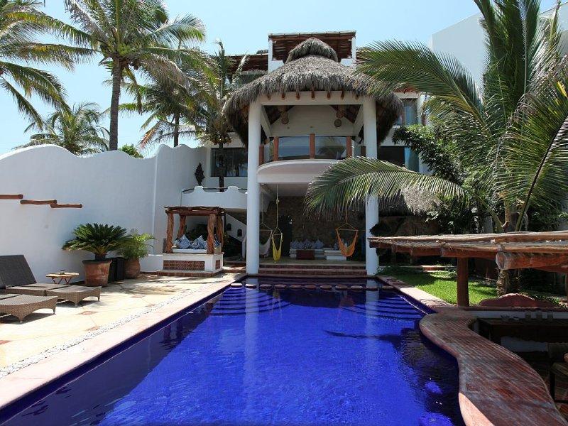 CASA SUSPIRO: Luxury, BeachFRONT Villa on White-Sand Beach with Staff, location de vacances à Punta de Mita