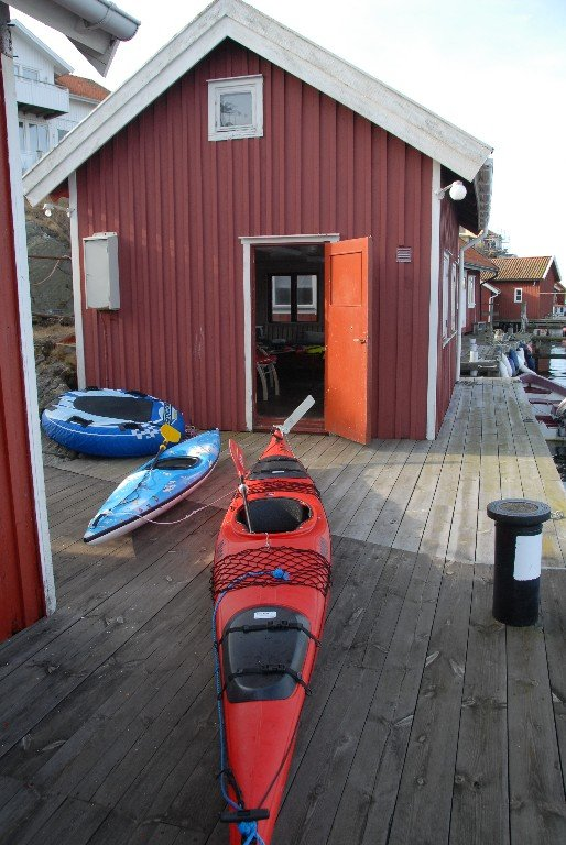 The boat house; two kayaks, one large, one small and a ring to play with.