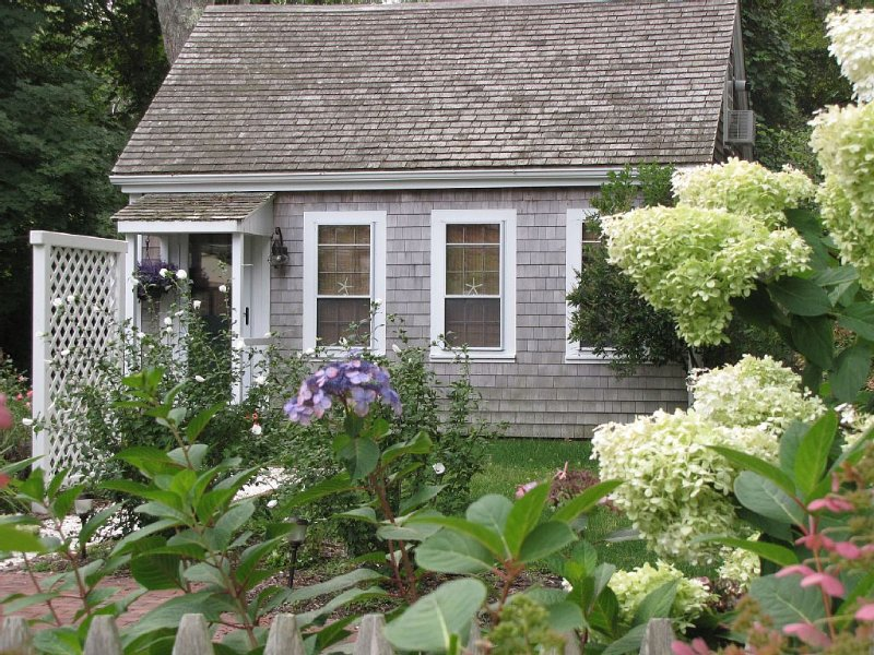 Idyllic Getaway for 2-Historic Rte.6A, Barnstable-4 minutes to beach, holiday rental in Barnstable