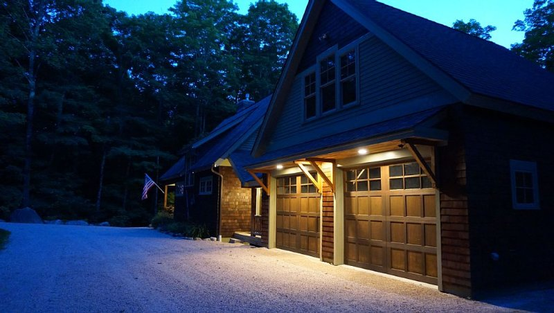 Impeccable Lake Front Adirondack Ski Home, vacation rental in Ludlow
