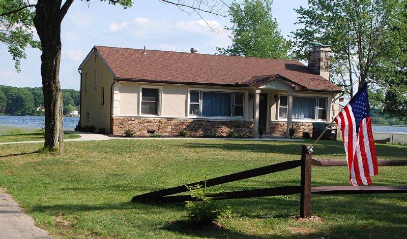 Family-Friendly Pocono Lakehouse Near Kalahari, Camelback & Mount Airy Casino, vacation rental in Pocono Summit