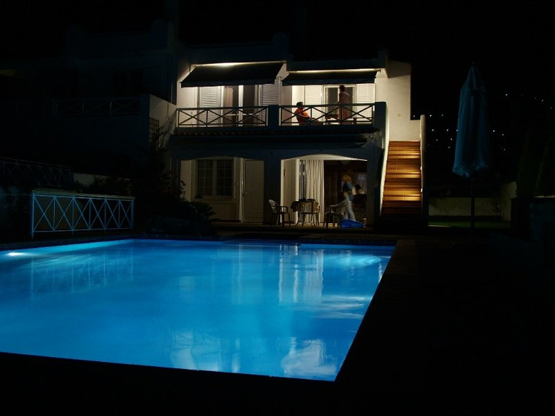Lovable Saronida Seafront Luxury Rental with Pool near Cape Sounion, location de vacances à Saronida