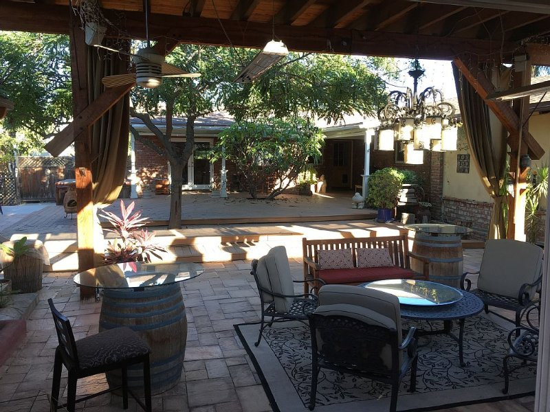 Quiet Guest House With Character in Orange next to Anaheim, Orange County, holiday rental in Corona