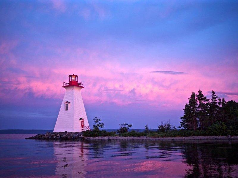 Kidston Island Lighthouse at sunset