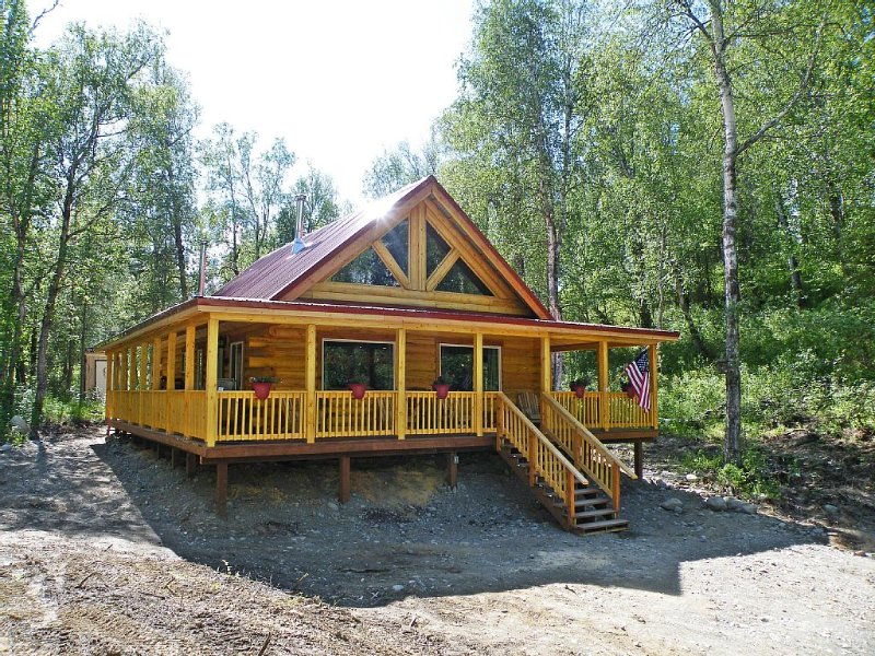 Gorgeous Log Cabin With Huge Wraparound Porch, alquiler vacacional en Chickaloon