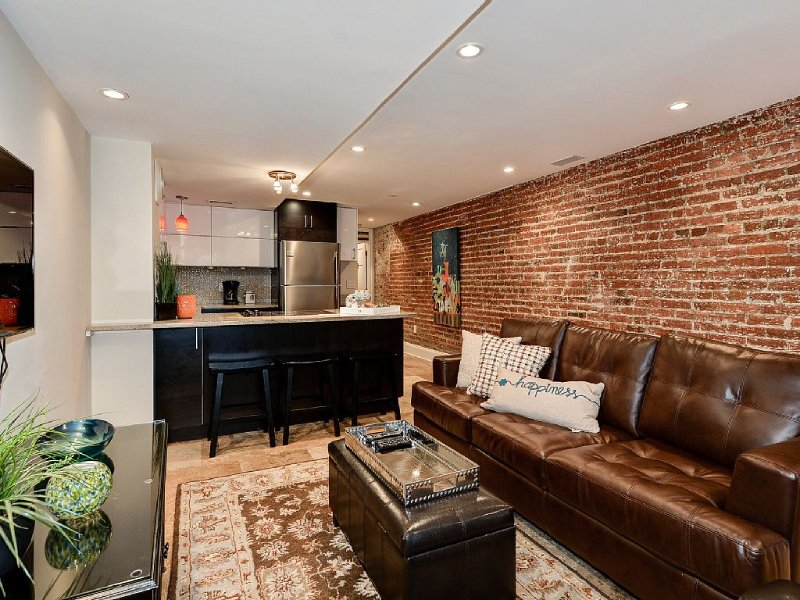 Capitol Hill~Walk To US Capitol~1 Block From Metro, holiday rental in Suitland