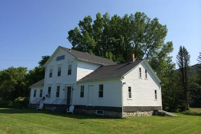 Large, family-friendly farmhouse located in the beautiful Berkshires, vacation rental in Petersburg