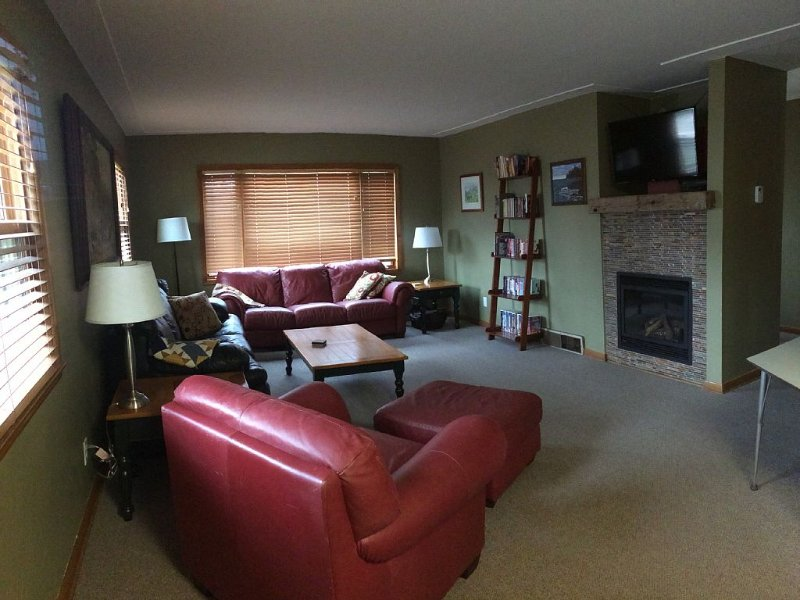 Living room with comfortable seating for 7.