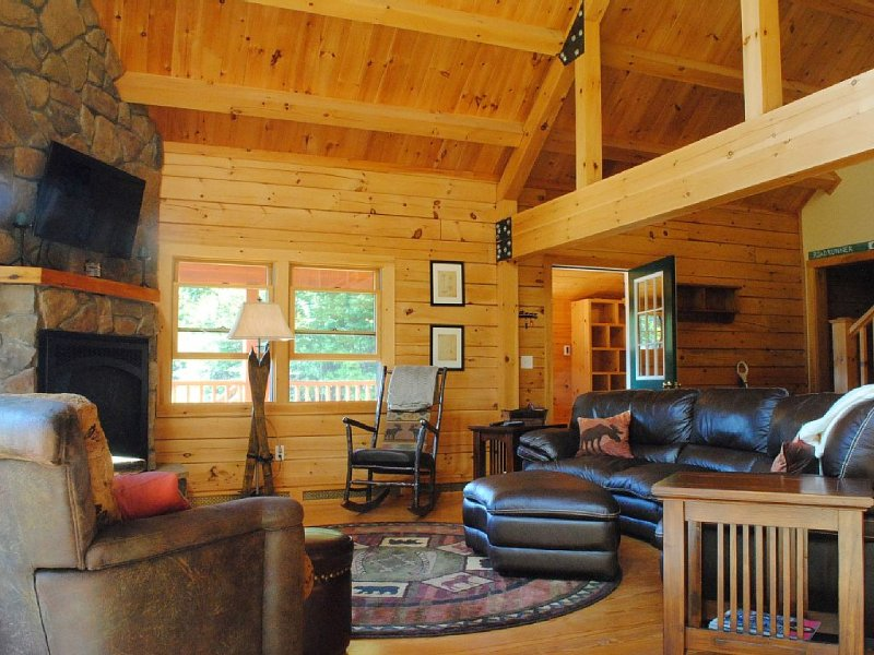 Book 2 Midweek Nights, Get The 3rd Free | The Keystone Cabin at Sunday River, location de vacances à Upton
