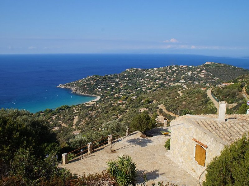 Amazing sea View, Villa 2 apartments , 1 or 2 families, UNIQUE Location, holiday rental in Torre delle Stelle