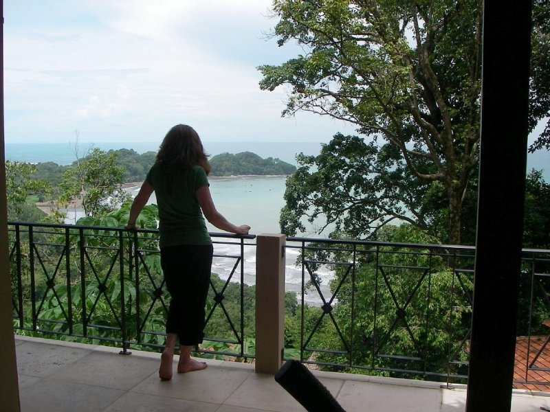 Villa Solo Bueno  - Jungle Covered Mountain overlooking Pacific Ocean, vacation rental in Dominical