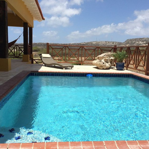 Kas Amarillo, catch the breeze & enjoy the sun! Private pool/Outdoor shower, location de vacances à Kralendijk