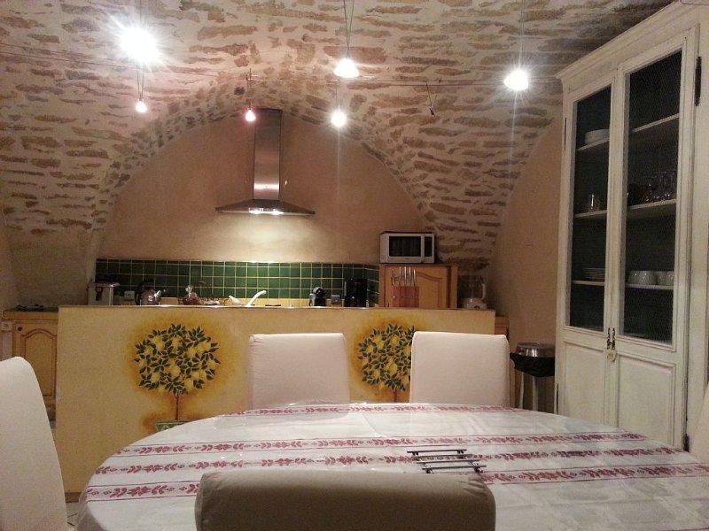 centre historique, maison rénovée, meublé tourisme 4****patio privatif,terrasse, holiday rental in Gallargues-le-Montueux