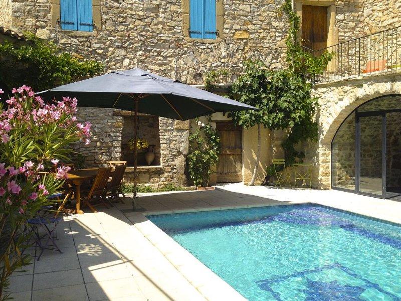 Grande maison pittoresque et confortable dans un village de charme, aluguéis de temporada em Saint-Maurice-de-Cazevieille