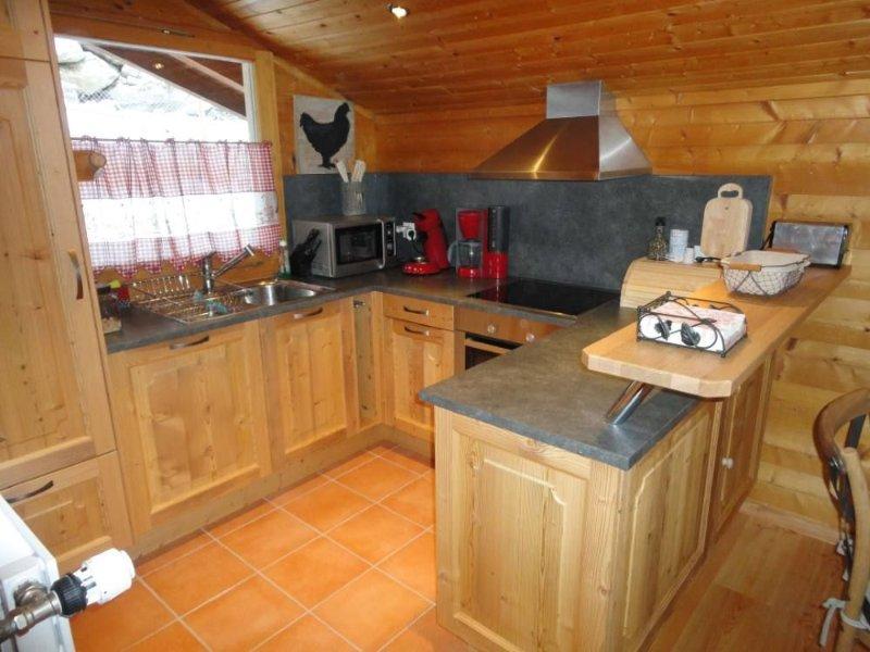 Appartement 6 personnes dans chalet avec pt jardin,superbe vue,ensoleillé!, location de vacances à Valais