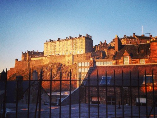 Luxury Old Town Apartment With Rooftop Access, vacation rental in Edinburgh
