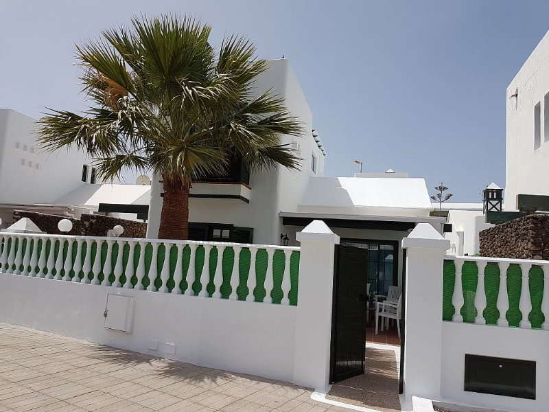 House ground floor and first floor. Wi. fi. TV SAT. 100mt from the sea, vacation rental in Puerto Del Carmen