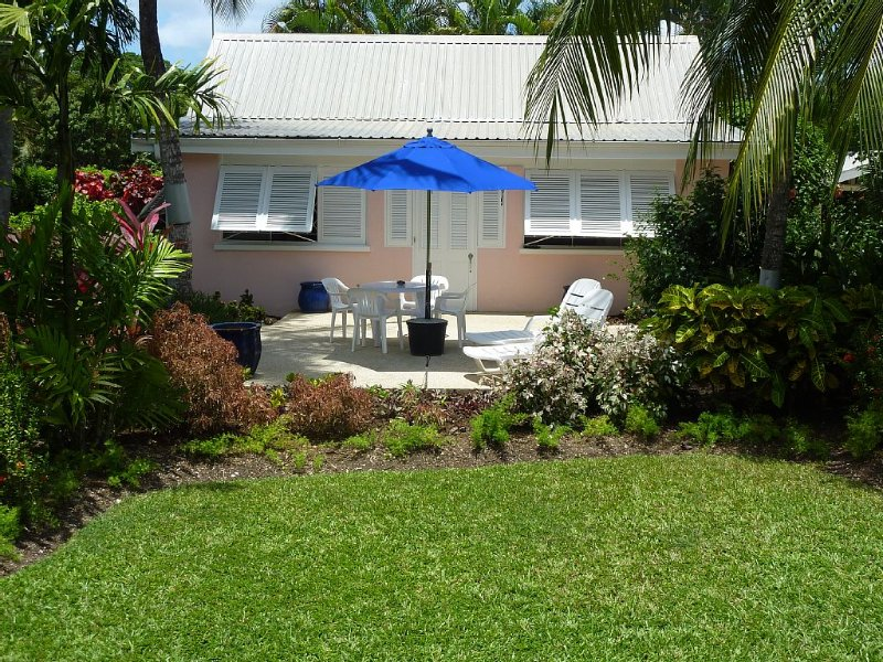 Delightful garden villa, realistically priced, 3mins. to Gibbs or Mullins, holiday rental in Gibbes