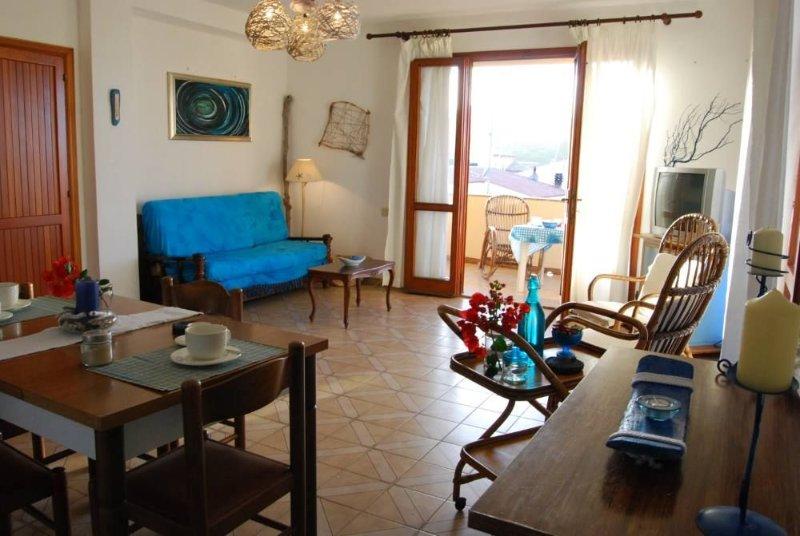POSIZIONE STRATEGICA appartamento a pochi passi da mare e centro città, holiday rental in Terravecchia-portoquadro