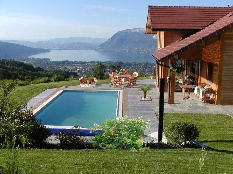 Villa de standing avec vue féérique sur le lac d'Annecy  et les montagnes, holiday rental in Saint-Jorioz