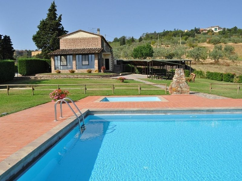 Walking distance to town, super panoramic with private pool and garden,Wifi, AC, vakantiewoning in Montaione